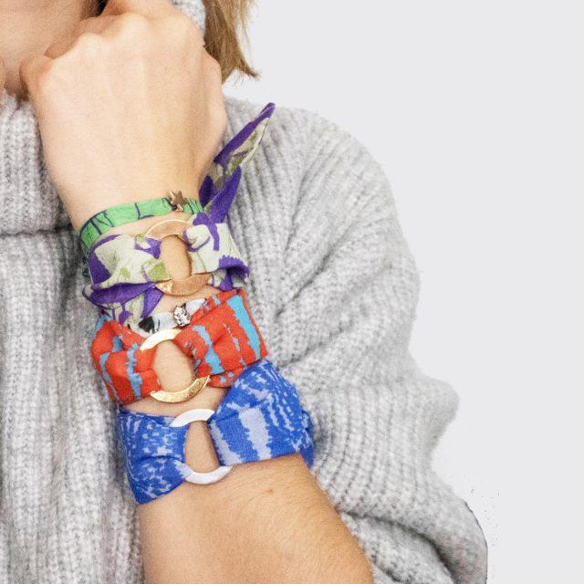 LoopINK Seidenarmband mit Charm  Finde dein Lieblingsmuster im Musterstudio Onlineshop!!! #modeaccessoires #armband #modetrends2021