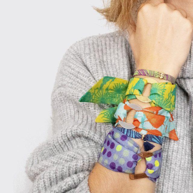 LoopINK- Seidenarmband mit Charm  Als edle Variante kann der runde Charm auch vergoldet oder versilbert werden. #seidenarmband #handmade #surfacepatterndesign