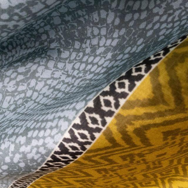 Tuch SNAKE SKIN - Senf, Mint Animalprint im Schlangenlook trifft auf eine Bordüre im Ikatdesign. Hochwertiges Tuch aus Bw/ Seide im Musterstudio Design. Kommenden Samstag 29.5.findet ihr uns am WAMP Designmarkt vor dem Museumsquartier- wir freuen uns auf euren Besuch!!! #patterndesign #tücherliebe #wampvienna